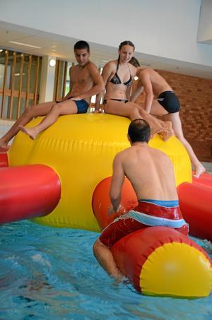 Helgpasset. Allébadet och Childrens upptäckarhuset slår ett slag för bad och lek i helgen.