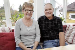 Nu. Ann-Britt och Thomas har i dag två barn, fem barnbarn och bor kvar i Gävle.