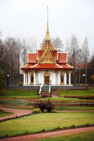 Den sällsamma thai- jämtländska kärlekshistoria som inleddes med kung Chulalongkorns besök 1897 fortsätter. Att visa ointresse för huvudstaden Bangkoks vilja att bli vänort med Östersund vore höjden av kommunal dumdryghet.