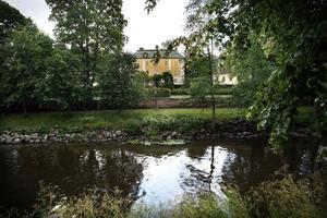 Från slottet och vidare genom Slottsträdgården och Boulognerskogen återvänder den in mot centrum via Regementsparken och konserthuset.