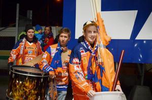 Bollnäs flames kom till arenan med trummor och flaggor.