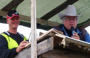 Torbjörn Starkman och Per Bergvall, kompetent radarpar i speakertornet.