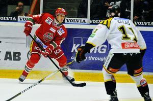 Viktor Lööv, Modo:s nye unge back, har spelat överraskande stabilt under sin första säsong i SHL.