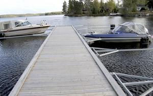 båtplats  ingår. Varje fastighetsägare blir medlem i samfällighetsförening som förvaltar grönytor, bad- och båtplats.