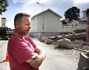 Byggherrens Robert Fredriksson, Hudiksvall, vill bygga ett stenhus på stenig tomt.