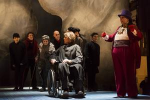 Kalle Zerpe som diktaren och Marie Skönblom som teaterdirektören är två skådespelare från Skottes musikteater som medverkar i Faust.