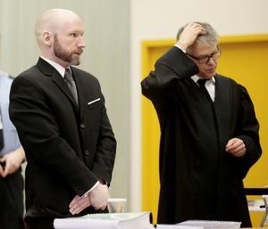 Massmördaren Anders Behring Breivik  dömdes till 21 års fängelse efter sitt terrordåd – och stämde norska staten för att han anser sig illa behandlad.