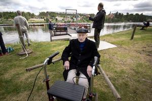 Lars Larsson var 10 år gammal när oljeraffinaderiet stängdes. I år fyller han 100.