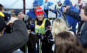 Pippa Middleton väntades av ett stort fotografuppbåd när hon gick i mål.