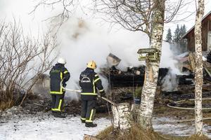 Brandmännen från Hammerdal fick ägna sig åt eftersläckning.