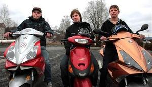 Albin, Rasmus och Tim på Vallaskolan i Sollefteå tillhör de ungdomar som fastnat för mopedens tjusning.