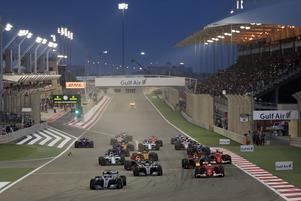 Starten i Bahrains GP, med Marcus Ericsson längst bak till höger.