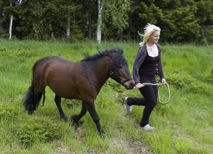 Louise Rohdin-Persson från Arbrå med sin ponny Pondus Z.