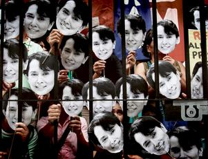 Sviktande stöd. Aung San Suu Kyi har ännu en gång dömts till husarrest. Ett fritt Burma kräver ett enat och starkt stöd från omvärlden. Det stödet sviktar tyvärr i dag.