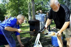 Jerker Hansson gräddar