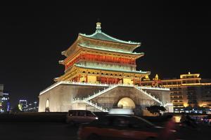 Klocktornet byggdes 1384 under Mingdynastin och är en av de mest centrala historiska byggnaderna i Xian.