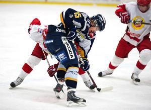 BHF:s Henrik Bergenström var på hugget från start i derbyt mot Hedemora. Henrik stakade ut segervägen genom att göra matchens två första mål.