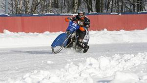 Det gick bra för 70-årige Rune Eriksson när han fick sin dröm uppfylld, att köra isracing.