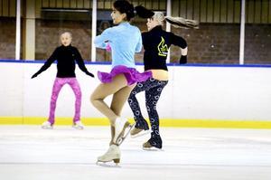 Intensivt på isen. Aktiviteten på Sydnärkehallens is har varit intensiv den här veckan med konståkare från både SK Tranan och Örebro KK.