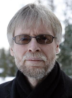 Tommy Berger, 53, S-landstingsråd i Gävleborg:– Det kommer vi att veta först i efterhand. Jag har sett honom i en del sammanhang och han har gjort ett bra intryck på mig. Han har varit ett namn som jag kanske inte sett som den självklara ledaren, men jag har sett honom som ett tänkbart namn. I den situation som är just nu tror jag att han kan vara en person som fungerar på bredden. För vårt parti, vårt inre liv, tror jag att han kan fungera utmärkt. Sedan tror jag att han är mer okänd ut mot svenska folket och väljare. Men Stefan Löfven känns som ett namn som kan fungera bra i vårt parti och jag tror att det här kan bli en alldeles utmärkt lösning.