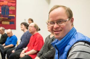 Jonas Hermansson älskar att sjunga och gick därför med i kören.
