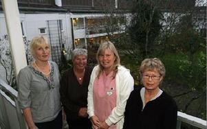 -- De gamla får ett mycket värdigare bemötande i dag, säger personalen på Björkhagen;  från vänster Annelie Haals, Anita Karlsson, Lis Strand och Britt-Inger Olivesten. FOTO: STAFFAN BJÖRKLUND