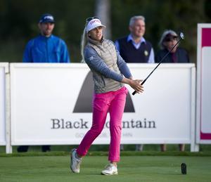 Favorittippade Pernilla Lindberg, 29, inledde med en 70-runda, tre under banans par, på Europatourtävlingen Helsingborg Open på Vasatorps GK.