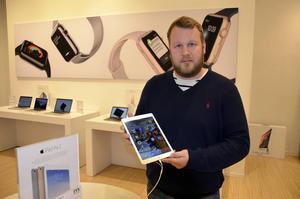 Hemelektronikexperten Daniel Andersson guidar dig i valet mellan surfplatta och laptop.