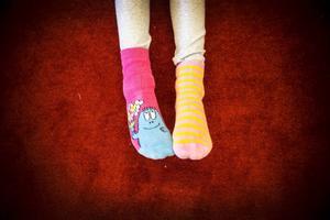 • Varför ska man ha olika sockor?                  – För att det är bra att vara olika, säger Tyra Finke.