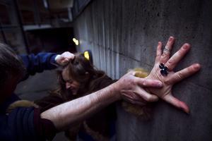 Ska vi tvingas ingripa när vi ser ett brott begås?