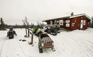 Ett klassikt  mat och fikaställe för alla skoteråkare är Orren vid foten av Särvfjället. Här brukar 100-tals snöskoteråkare stanna till dagligen under påsken.