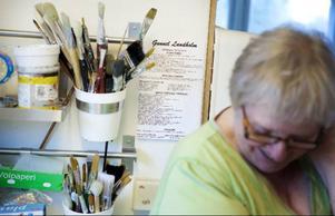 Gunnel Lundholm ägnar sig som nybliven pensionär åt en av livets passioner – måleriet.