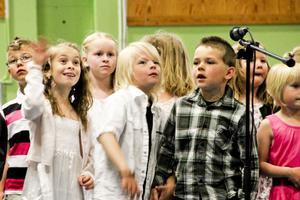 Förskoleklassen sjöng en sommarvisa.