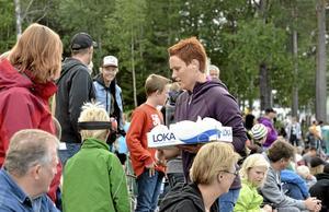 Familjemiddag. Anette Hållgärde, Garphyttan hämtade mat till hela familjen som satt uppe på åskådarvallen.