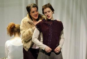 Nadja och Boel (Lena Nylén och Helena Swartling) träffas av en slump och kommer att har stor inverkan på varandras liv.