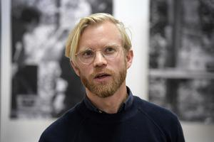Fredrik Liew sätter samtidskonsten i dialog med Öyvind Fahlström.