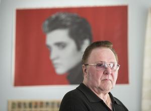 När Runo växte upp i Fagersta fanns det mycket raggare med Elvismusik i bilarna.