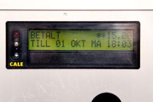 ... men då visar den klockan 18.03 trots att informationstavlan säger att du bara behöver betala fram till klockan 18.
