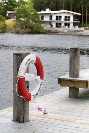 Impopulär vy. Villan och den omstridda bryggan sedd från Sundtorpssidan.Foto: Tony Persson
