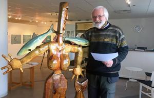 Gunnar Forsman skulpterar också i träd.