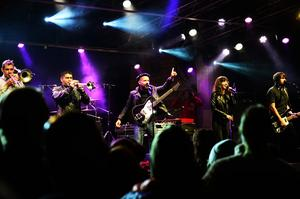 Shantel & Bucovina club orkestar tog plats på scenen när Eldnatten avslutats.