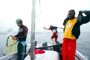 Erik Wedin, Sebastian Hansen och Robin Dahlin på båten.