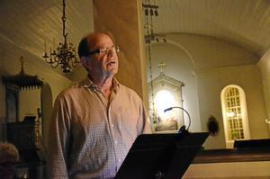 """Favoritdikt. """"Jag är spelman, jag skall spela på gravöl och på dans, i sol och när skyar skymma månens skära glans"""", läste Bertil Lundqvist ur Dan Anderssons dikt """"En spelman""""."""