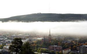 Ett dimmigt Sundsvall en höstmorgon 2008.