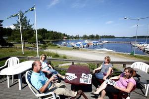 Kommunalrådet Per Johansson, S, presenterade resultatet av enkäten tillsammans med kommunledningskontorets samhällsplanerare Christina Eneris och Hillevisborna Carina Hägg och Carola Eurenius.