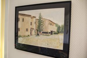 Hobby. Måleri är ett intresse som Ulf har. Här har han målat av huset i Frankrike som han och några kollegor ägde i några år.