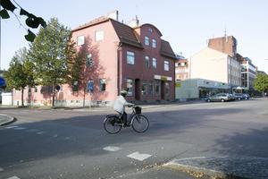 Privatägda huset vid Carlavägen 14 behöver rivas om Galleriakvarteret ska kunna byggas ut.