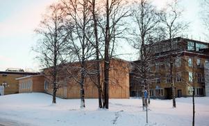 Här på Campusområdet kan den nya högstadieskolan på ön placeras.
