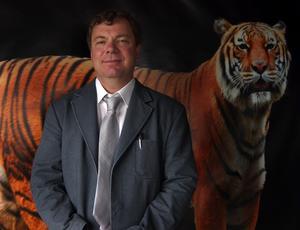 Tigerexpert. Zoolog Kenneth Ekvall är med och övervakar allt som händer kring Orsa Grönklitts nya invånare. Foto:Jeanette Lundbeck