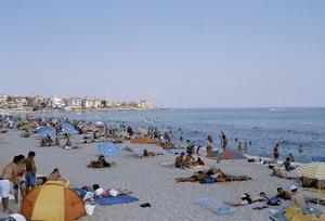 Stranden i Sozopol i Bulgarien, ett charterland som tappat många resenärer i sommar efter flera misshandelsfall under senare år.